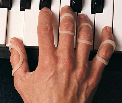 Oval-8 Finger Splints - playing piano