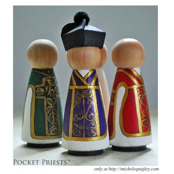 Kegelfiguren in liturgischen Farben