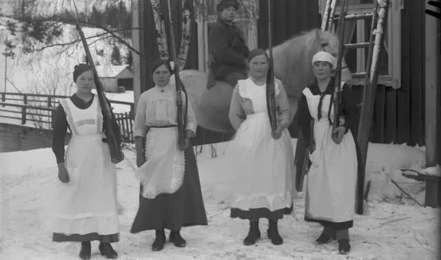 TROTSKISTAK ☭: Finlandiar Iraultza: Guardia Gorria
