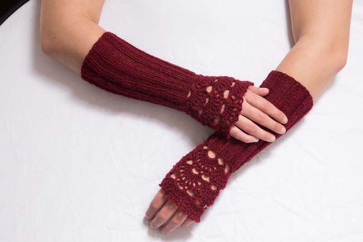 Návleky na ruky bordó 140308 Návleky na ruky jsou uháčkovány krásným krajkovým vzorem z akrylové příze. Dají se nosit k čemu si smyslíte...však víte... V nabídce dál jsou do páru ještě z téže příze návleky na nohy... Délka - 25 cm Toto zboží se báječně hodí k: Návleky na nohy, svetřík, kabelka nebo kraťasy. ...