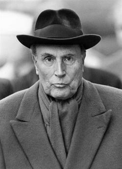 François Maurice Adrien Marie Mitterrand (Jarnac, 26 ottobre 1916 – Parigi, 8 gennaio 1996) è stato un politico francese. È stato presidente della Repubblica francese dal 21 maggio 1981 al 17 maggio 1988 e poi, rieletto per un secondo mandato, fino al 17 maggio 1995.