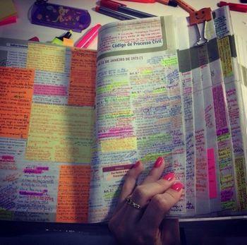 Let's study! のぞいてみよう、世界のノートのある風景