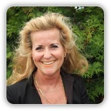 Jobtrainer Rita Kramps  Na een enerverende carrière in de reis-, telecommunicatie- en entertainmentbranche heb ik mij gespecialiseerd in communicatietrainingen. Een van mijn specialiteiten is het geven van de Humorworkshop. Sprankelend, vernieuwend, eigentijds en vol humor in het leven staan, dat zijn belangrijke waarden voor mij. Ik streef ernaar om in mijn trainingen voor alle deelnemers te allen tijde een veilige en goede sfeer te creëren.