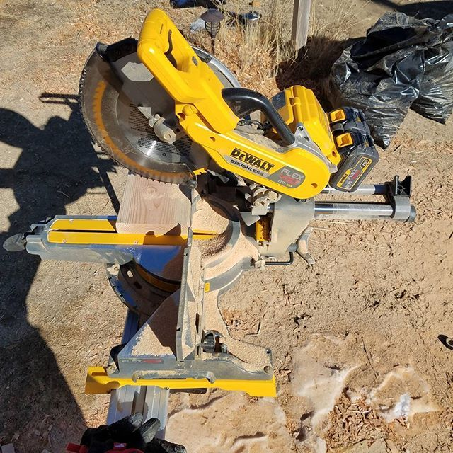 124 cross cuts of a 2x8 with the 120v Dewalt Flexvolt Miter saw.  This is with the Double 60v 2 amp batteries. Both had a full charge with a new blade on the miter saw.  #dewaltbrushless #dewalttool #dewalt60v #dewaltflexvolt #dewalttough #dewalt #toolsofthetrade #dewalt120volt #dewalt20vmax #dewalttools #dewaltflexvolt #dewalt60vmax #newtools #tools #cordless #carpenterslife #remodelingtools #built #remodelingtool