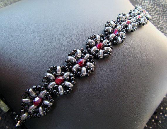 Bracelet perles de verre tissées noir gris et rouge grenat