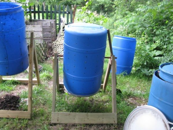 How to Make a Compost Tumbler: Gardens Ideas, Green Thumb, Barrels Gardens, Diy Compost, Simple Outdoor Food, Rain Barrels, Gardens Wood Scrap, Compost Tumblers, Backyard Gardens Food
