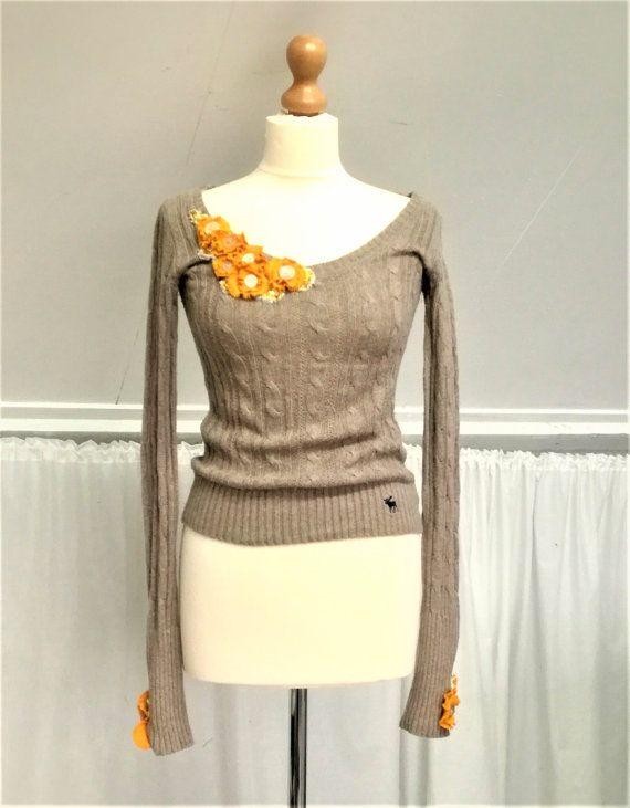 V Neck Sweater, Upcycled Sweater, Girls V Neck shirt, Brown V Neck Sweater, Brown V Neck, Taupe V Neck sweater, Womens V neck, Girls V Neck Mevrouw Hartman https://www.etsy.com/shop/MevrouwHartman  http://www.mevrouwhartman.nl/