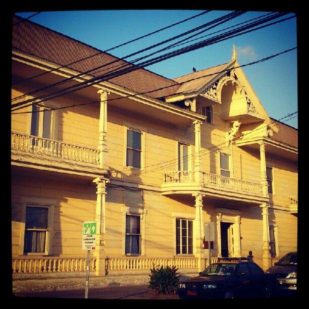 Palacio Astoreca, actualmente un museo curtado por el Centro de Extensión Cultural de la Universidad Arturo Prat.