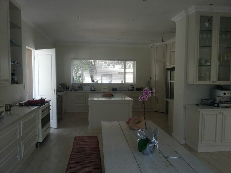 Kitchen made for Bronwyn and Ian. Beautiful raised and fielded panel doors with some crystal knobs.... fantastic