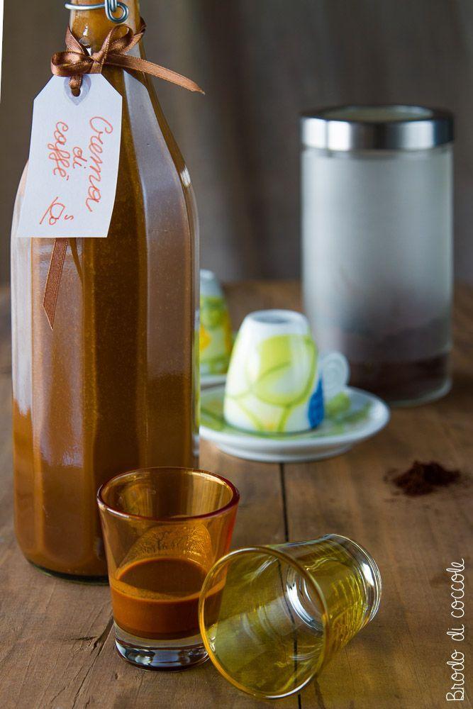 Il liquore cremoso al caffè è una crema alcoolica dal gusto deciso. Preparala in pochissimi passaggi e regalala per Natale agli amici più esigenti.