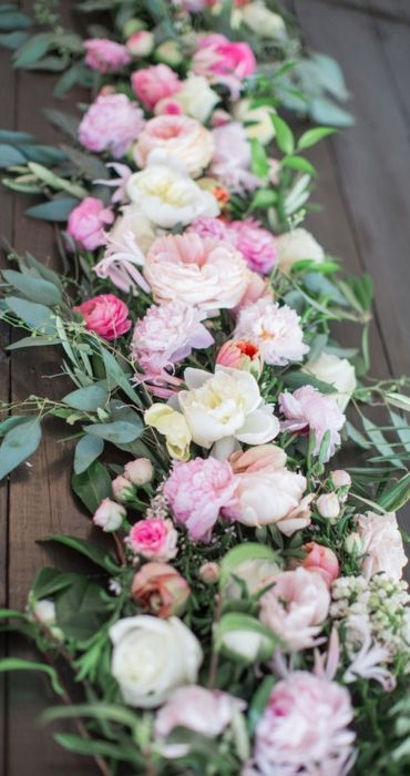 We're loving this Spring Table Inspiration from @dominomag!  A delicate braid of vivid greens and bright florals capture the natural aesthetic of the rustic ambience.