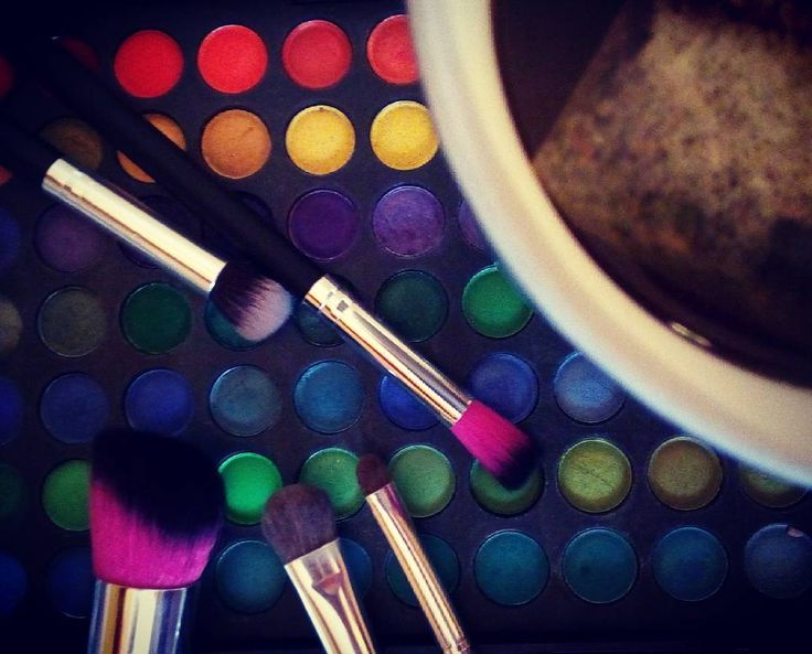 Tea and brushes...breakfast for a MUA #makeupartist #makeup #work #model #photography #photoshoot
