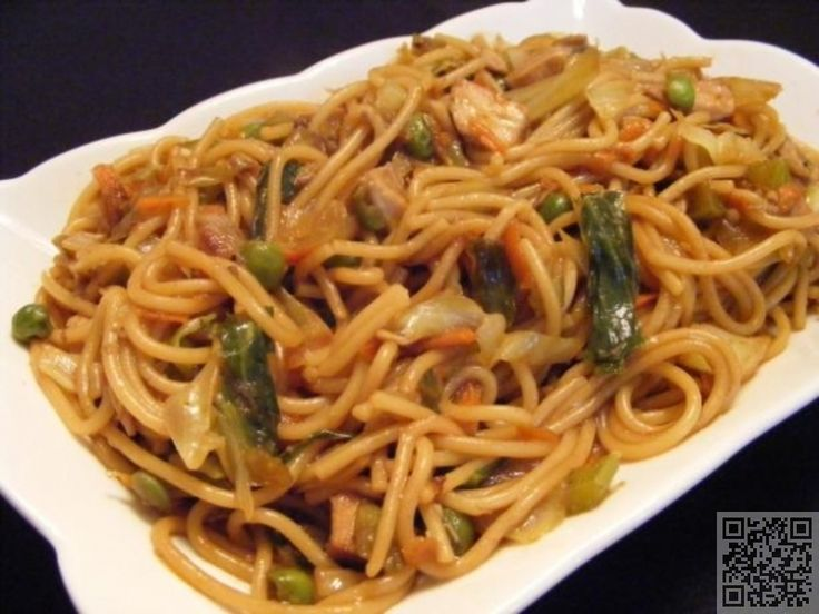 3. Easy #Chicken Lo Mein - 15 Easy Dinner Recipes for Two to Wow Your Man ... → #Cooking #Dinner