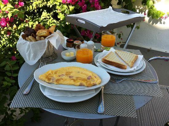 VILLA KATIKIES Santorini | Breakfast in your balcony everyday =)