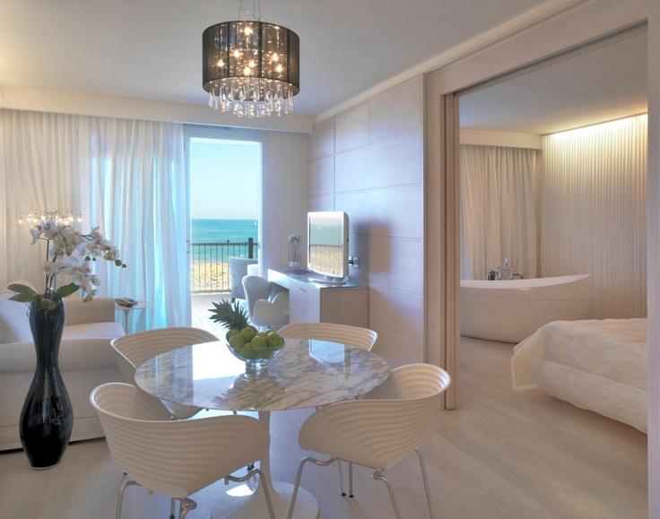 Vasca Da Bagno Con Vista Sulla Citta Interior Design : Migliori idee su bagni dell hotel pinterest