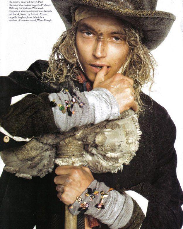 """И вот такая fashion реклама может быть! Если это произведения содружества Steven Meisel  John Galliano  Vivienne Westwood! Этакий Performance что называется Unexpected. Напоминает съёмки """"Отверженные"""" по Виктору Гюго. Образ - Королевские Бомжи! Маргинальные элементы в моде! Вот так на Новый Год нарядиться?! Как вам? #fashionphoto #fashionphotography #advertising #advertisement  #stevenmeisel #viviennewestwood #johngalliano #newyear #happynewyear #натальялитвиновастилист #nataljalitvinova…"""