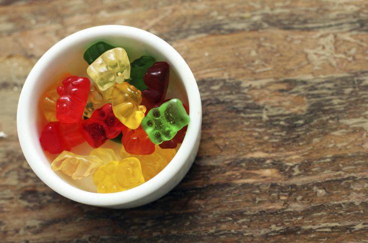 Todo el mundo adora los animalitos de goma: son dulces, coloridos y exquisitos. Además nos recuerdan nuestra niñez. Pero desde hace ya un buen tiempo, las gomitas de vodka son toda una sensación en la coctelería. Si bien existen muchas maneras de prepararlas y sobre todo hay muchas recetas