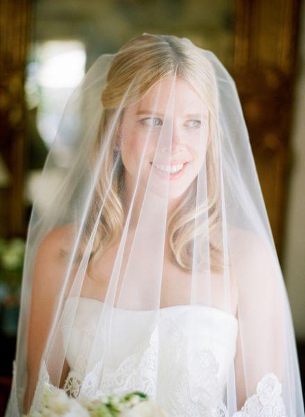 Peinados de novia con velo 2017. ¡Luce uno de estos estilos el día de tu boda! Image: 25