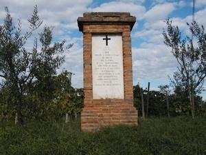 Il colonnino di Triano a ricordo dell'antica pieve nei pressi di Perignano (Pisa)