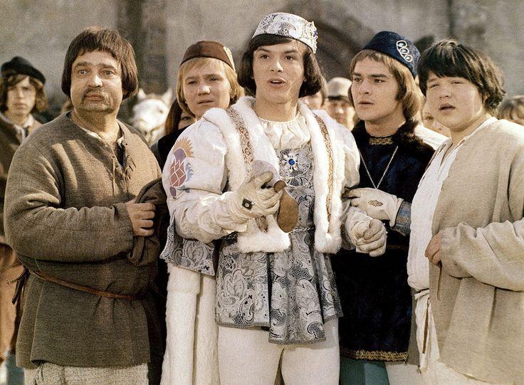 Drei Haselnüsse für Aschenbrödel Film (1973) · Trailer · Kritik · KINO.de