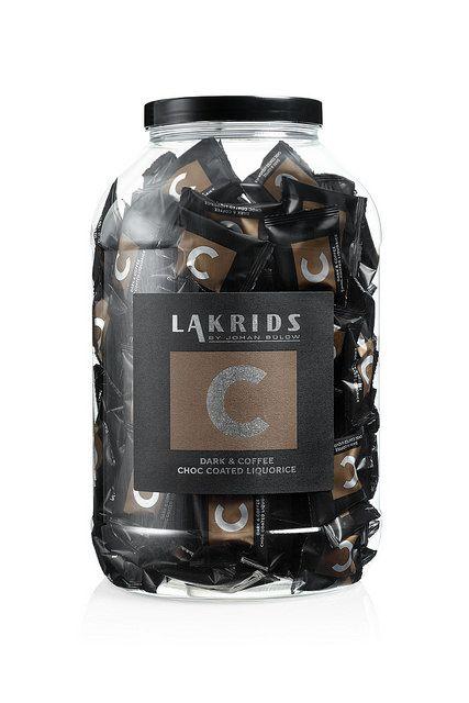 Lakrids by Johan Bülow N° C. Bonbon de réglisse enrobé de chocolat noir aux brisures de café