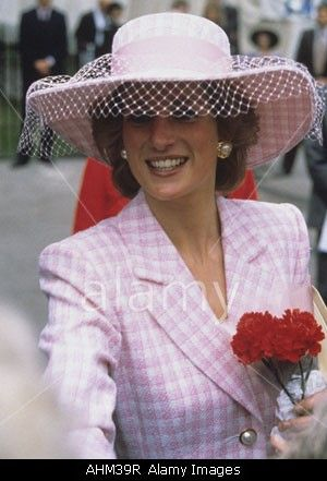1989-06-29 Diana arrives at Westminster Abbey for the Great Ormond Street Children's Hospital Wishing Well Appeal Service of Thanksgiving