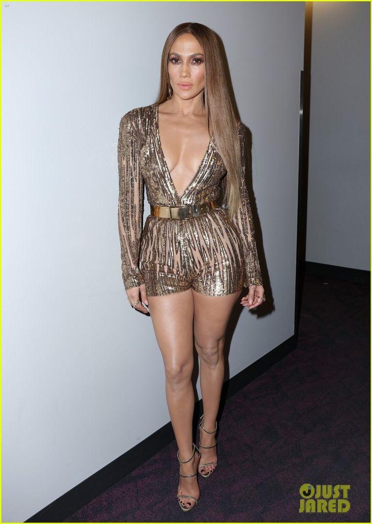 VIDEO: Jennifer Lopez Kisses Marc Anthony at Latin Grammys!