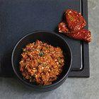 Pesto met rozemarijn, zongedroogde tomaten en sjalot - recept - okoko recepten