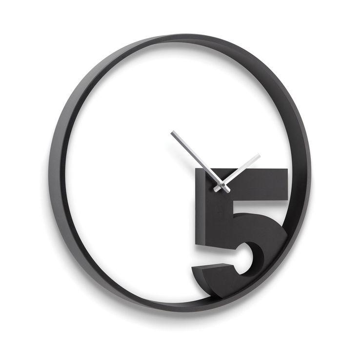 Take 5 de Umbra. Moderno reloj de pared, original y con aire desenfadado. Ideal para decoraciones juveniles y eclécticas....