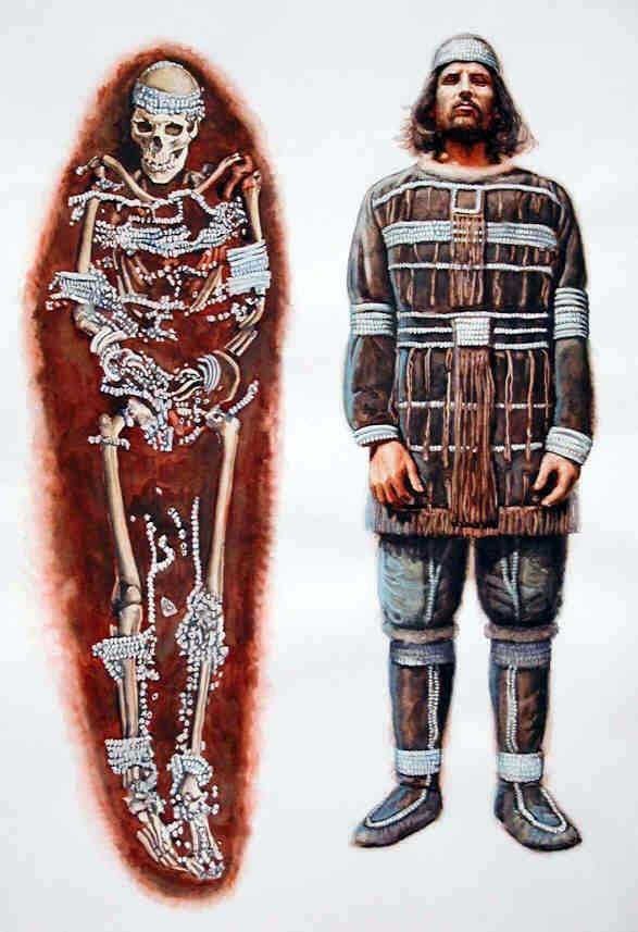 Um enterro na Pré-história A primeira imagem é um sítio arqueológico. A segunda é uma Reconstrução artística sobre o enterro e o homem o Enterro. Ela foi encontrada em Sunghir, datado de 30.000 - 28.000 aC.