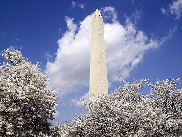 Learn about landmarks in Washington, D.C. through this slideshow featuring some of the capital city's most notable sites. (Useful for Presidents' Day lesson planning.)