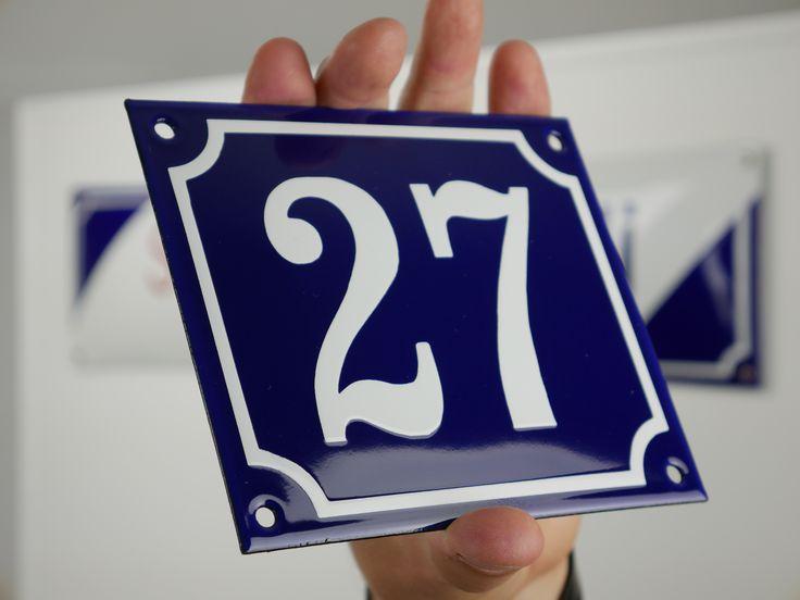 Emaljskylt husnummer blå 14 x 12 cm. Det går att ändra siffror och text.