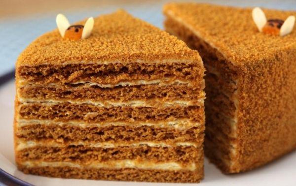 Рецепт торта Медовик классический Торт медовик классический рецепт которого вы найдете в моем блоге, был придуман императорским поваром для жены русского царя еще 200 лет назад