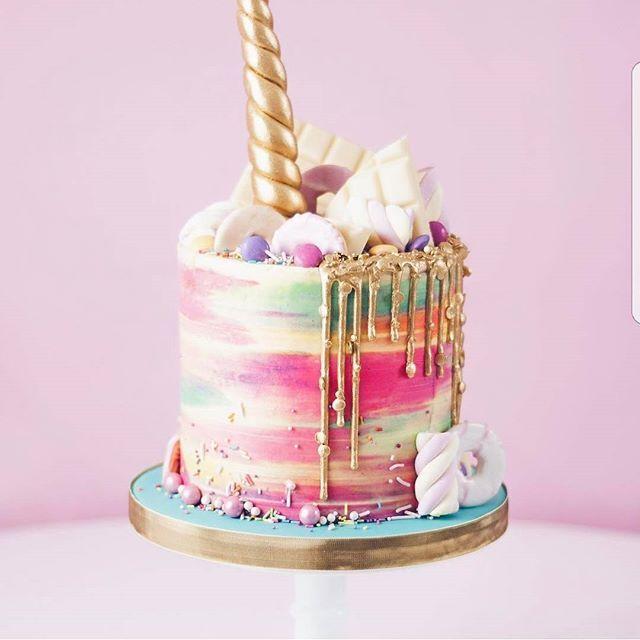 Unicorn cake by @junipercakery Its so beautiful!!!! #unicorns #unicorn #gold #pastel #popsicle #cakeart #cakedesign #gold #unicorncake #pastel #gold #pink #white #donuts #macaron #meringue #eclair #food #foodporn #cake #cakes #unicornio #licorne #picoftheday #bakery #pastry #patisserie #white #foodart #amourducake #photooftheday