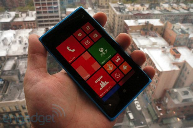 Nokia Lumia 920 for AT hands-on: a Windows Phone 8 flagship with PureView imaging and LTE (video) -- Engadget