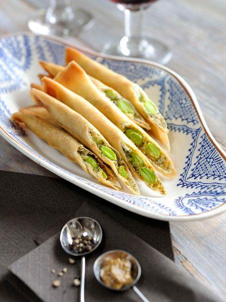 Recipe:枝豆のサクサク/チーズと枝豆をはさんだ、細長い揚げ春巻き。手でつまんで食べやすいから、ギャザリングにもおすすめ。 #レシピ