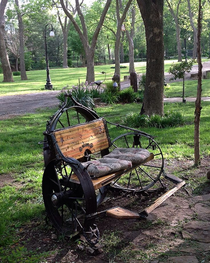 Wagon wheel bench Oklahoma Life