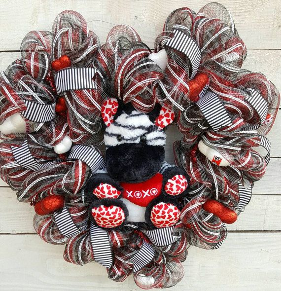 Hey, I found this really awesome Etsy listing at https://www.etsy.com/listing/499332893/valentine-wreath-bear-wreath-red-black