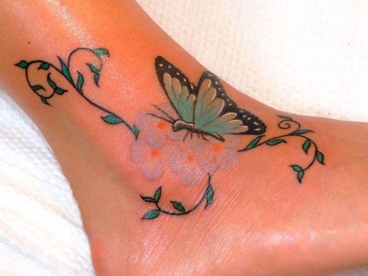 Tatuaż na kostce - motyl i kwiatki
