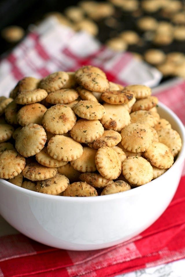 Easy Ranch Oyster Crackers. THESE ARE MY FAV