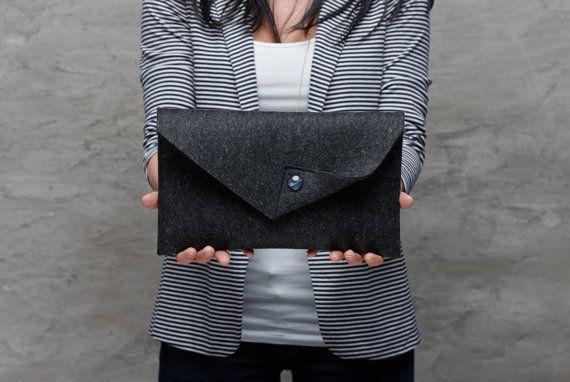 Schwarz Merino Wollfilz Clutch Tasche schwarze von FeltinLoveBags