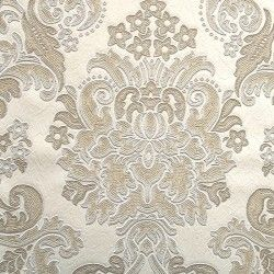 Diseño con formas de tipo barroco, en color crema, beige y plata en este papel pintado de la colección Karat de Parati.