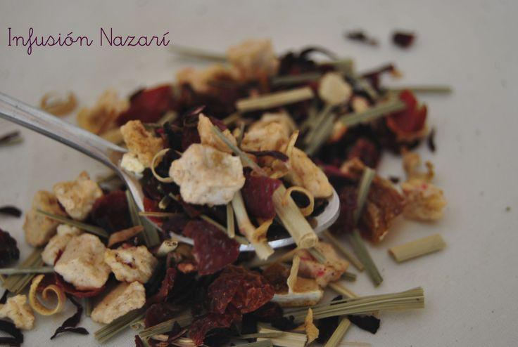 Nazarí Composición: Hibisco, manzana, escaramujo, lemongrass, naranja en triángulos, naranja, azahar, fresa y aroma.