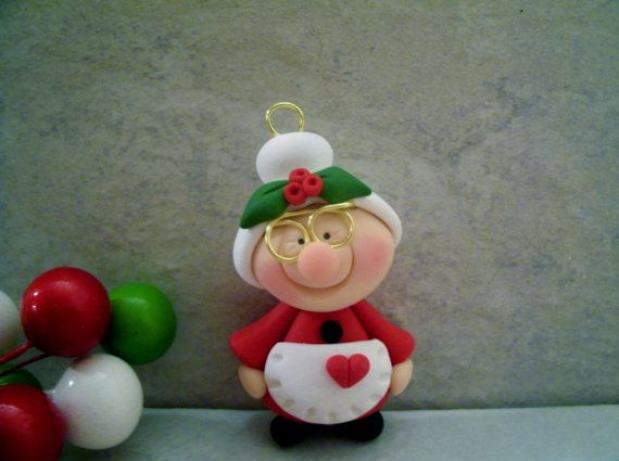 Mrs. Claus Holiday Ornament por countrycupboardclay en Etsy