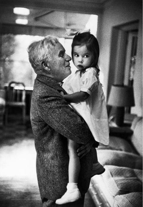 W. Eugene Smith • Charlie Chaplin et Géraldine • Hollywood • 1952