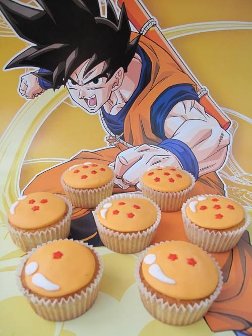 en realidad, los cupcakes, son buena opción, porque con un círculo grande con pequeñas estrellas (de 1 a 7) tendrás una esfera del dragón!