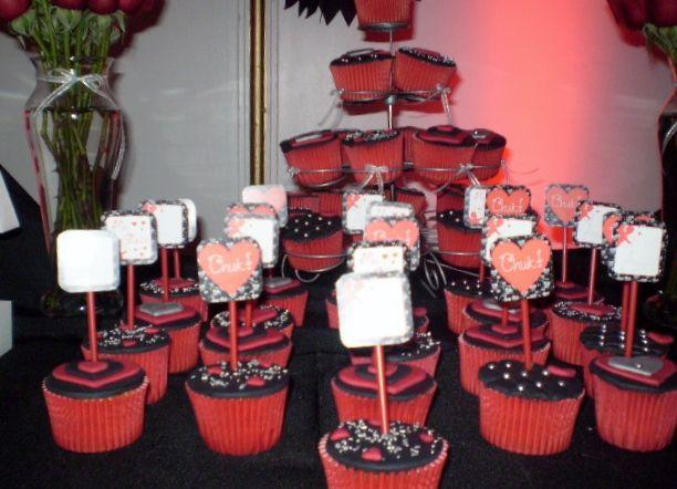 Decoración de Mesa con Cupcakes personalizados con frases...
