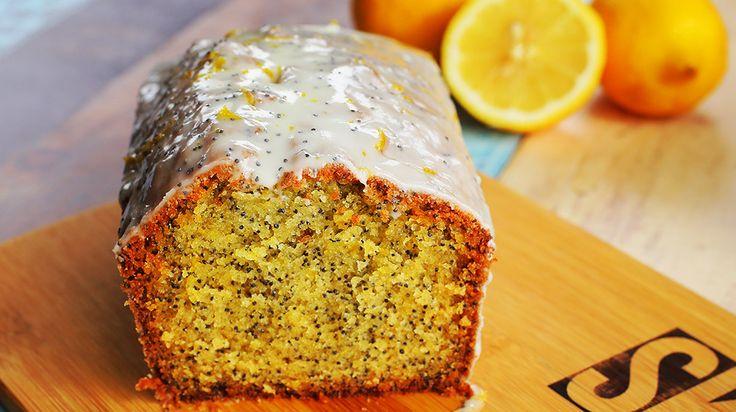 Nincs is jobb a gyors kevert tésztás sütiknél, mert csak mindent egy tálba öntünk, összekeverünk, kisütjük és már kész is van. Mi teljesen rápörögtünk erre a citromos-mákos verzióra, próbáljátok ki ti is!    Citromos-mákos süti  Hozzávalók (21*11 cm-es kenyérsütő forma):  Hozzávalók a…