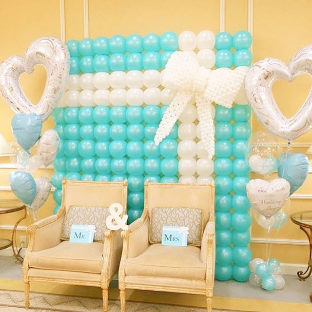 Best 25 balloon wall decorations ideas on pinterest for Champagne balloon wall