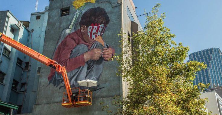 El muralista porteño Inti, borrará uno de sus icónicos murales para pintar otro.